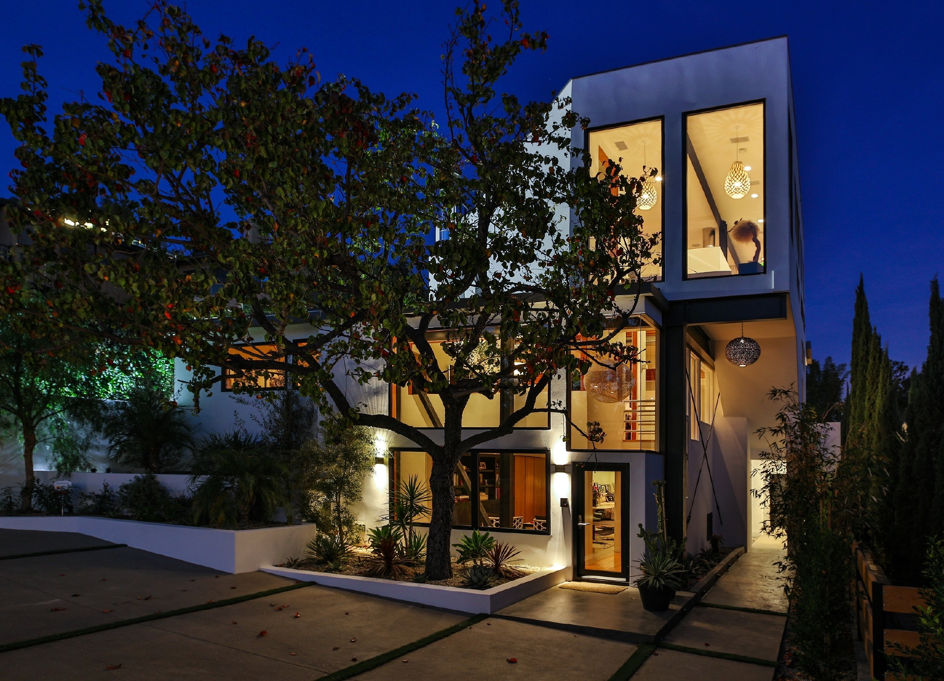 8952 St. Ives Drive     |     Sunset Strip Los Angeles CA  | Jonah Wilson